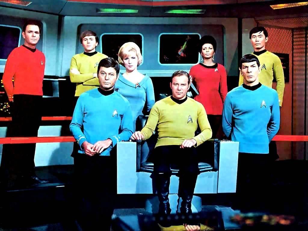 Trek 03 Scott, Chekov, McCoy, Chapel, Kirk, Uhura, Spock y Sulu.